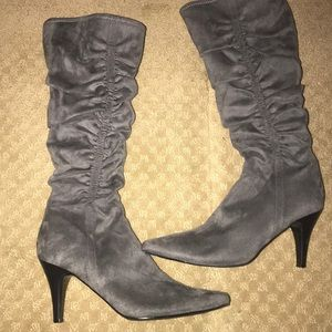 Apostrophe grey suede boots